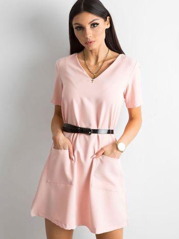 Jasnoróżowa sukienka damska z kieszeniami
