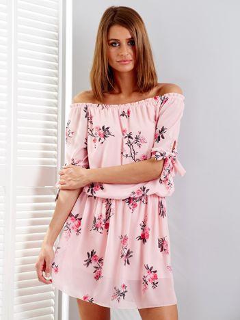Jasnoróżowa sukienka hiszpanka w kwiaty