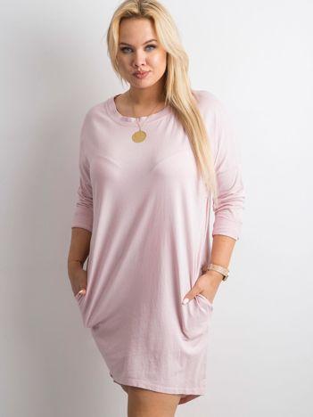 Jasnoróżowa sukienka oversize z bawełny