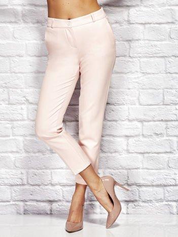 Jasnoróżowe spodnie cygaretki