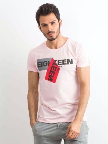 Jasnoróżowy bawełniany t-shirt męski z nadrukiem