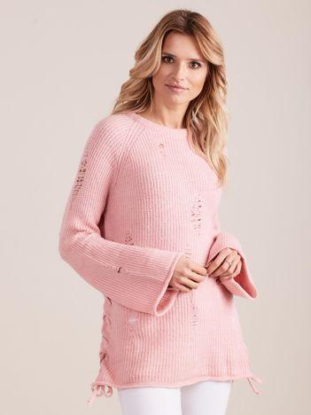 Jasnoróżowy luźny sweter ze sznurowaniem i szerokimi rękawami