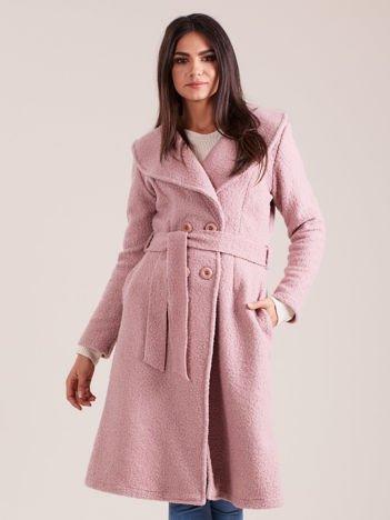 Jasnoróżowy płaszcz boucle z paskiem