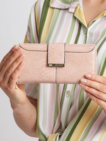 Jasnoróżowy portfel damski