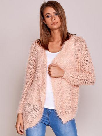Jasnoróżowy sweter ażurowy ścieg