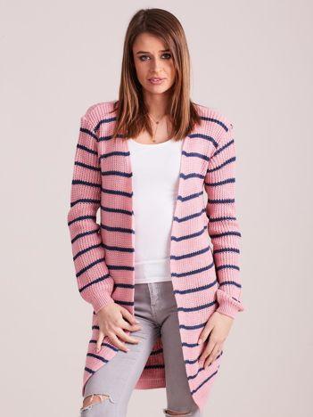 Jasnoróżowy sweter w paski