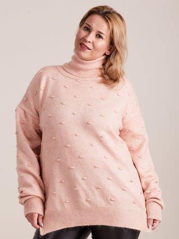 Jasnoróżowy sweter z golfem PLUS SIZE
