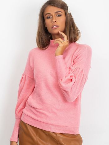 Jasnoróżowy sweter z szerokimi rękawami