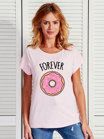 Jasnoróżowy t-shirt damski z donutem