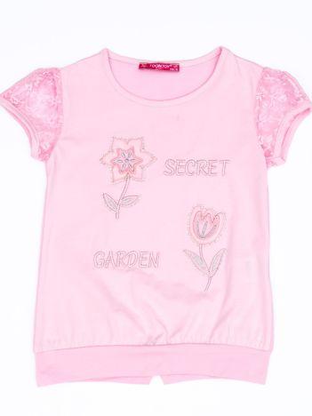 Jasnoróżowy t-shirt dla dziewczynki z kwiatami