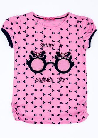 Jasnoróżowy t-shirt dla dziewczynki z nadrukiem i aplikacją