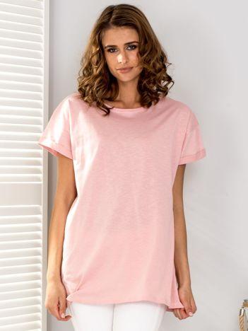 Jasnoróżowy t-shirt oversize