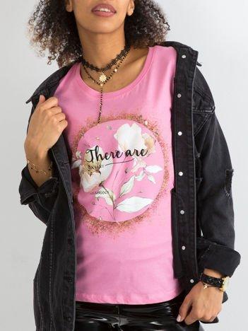 Jasnoróżowy t-shirt z bawełny z nadrukiem