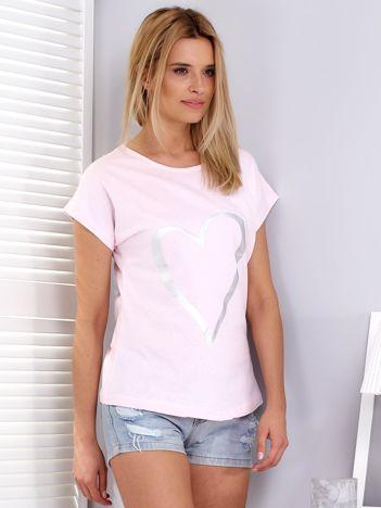Jasnoróżowy t-shirt z srebrnym sercem