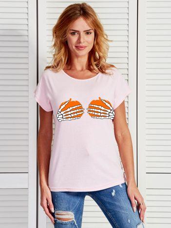Jasnoróżowy t-shirt z zabawnym nadrukiem na Halloween