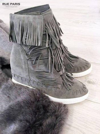 Jasnoszare zamszowe sneakersy Aravia z frędzelkami na koturnach