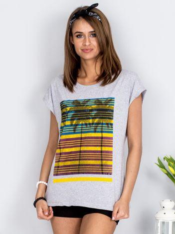 Jasnoszary t-shirt w palmy