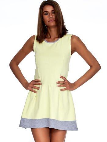 Jasnożółta sukienka z szarym wykończeniem