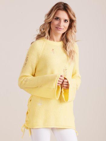 Jasnożółty luźny sweter ze sznurowaniem i szerokimi rękawami
