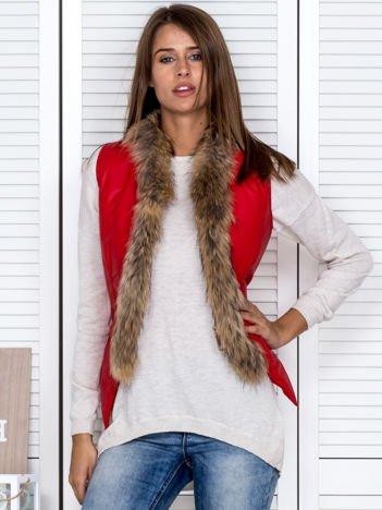 Kamizelka damska z pikowanym tyłem i futerkiem czerwona