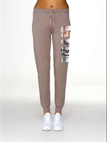 Kawowe spodnie z napisem GYM