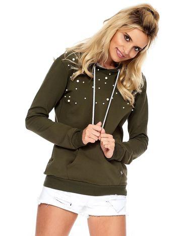 Khaki bluza z kapturem i perełkami