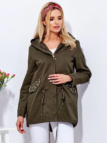 Khaki kurtka parka z aplikacją na kieszeniach