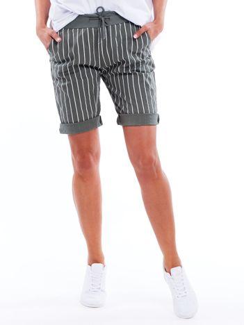 Khaki podwijane szorty w paski