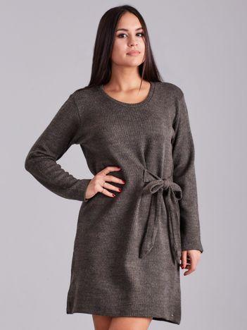 Khaki sukienka w prążki z wiązaniem