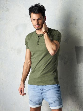 Khaki t-shirt męski z guzikami