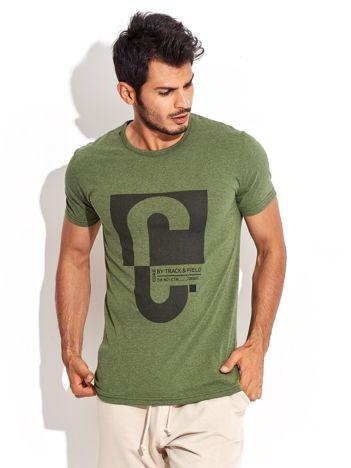 Khaki t-shirt męski z nadrukiem w ukośne paski