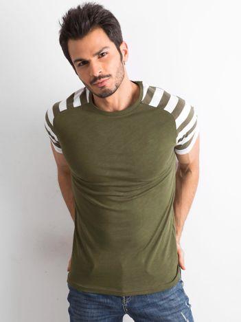Khaki t-shirt męski z paskami