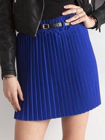 Kobaltowa plisowana spódnica z paskiem