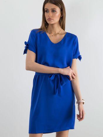 Kobaltowa sukienka z wiązaniami