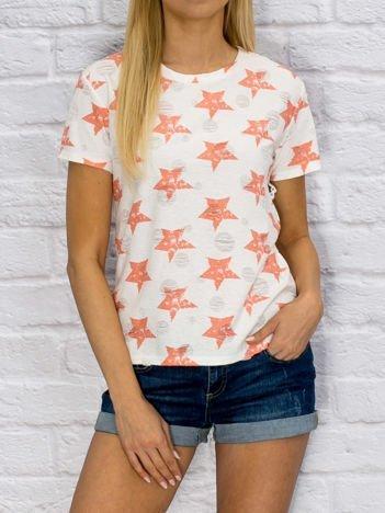 Koralowo-biały t-shirt w gwiazdy