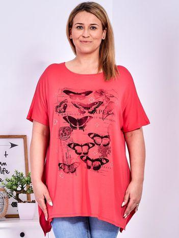 Koralowy t-shirt damski w motyle PLUS SIZE