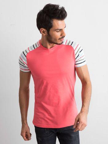 Koralowy t-shirt męski z paskami