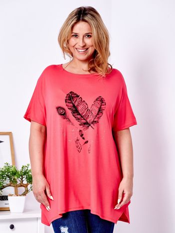 Koralowy t-shirt z nadrukiem piór PLUS SIZE