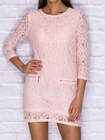 Koronkowa sukienka koktajlowa z suwakami różowa