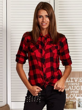 Koszula w kratę z asymetrycznymi kieszeniami czerwona