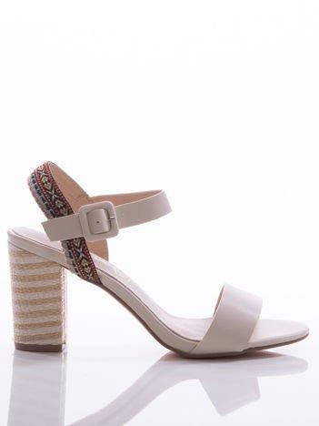 Kremowe sandały Sabatina z kolorowymi paskami i ozdobnymi obcasami