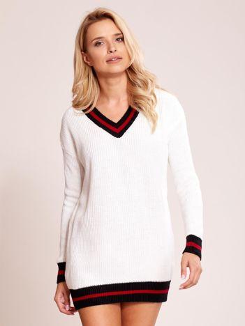 Kremowy luźny sweter V-neck z kontrastowymi ściągaczami