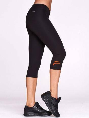 Krótkie legginsy sportowe z graficznym znakiem czarne