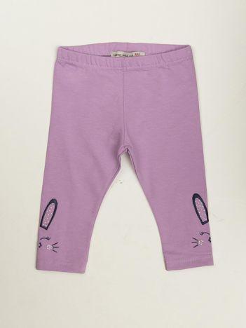Liliowe legginsy niemowlęce z haftem na nogawkach