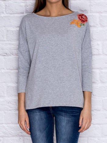 Luźna bluzka z kwiatową naszywką szara