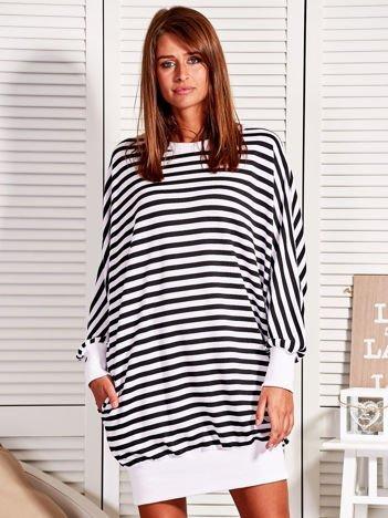 Luźna sukienka nietoperz w paski czarno-biała