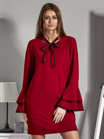 Luźna sukienka z wiązanym chokerem bordowa