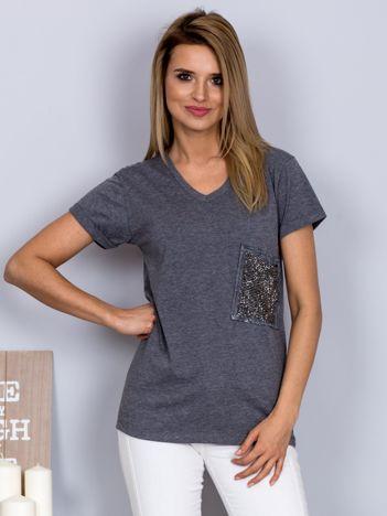 Luźny t-shirt V-neck z kieszenią z cyrkonii grafitowy