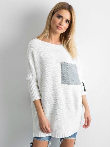MAGPIE Biały sweter z kieszenią