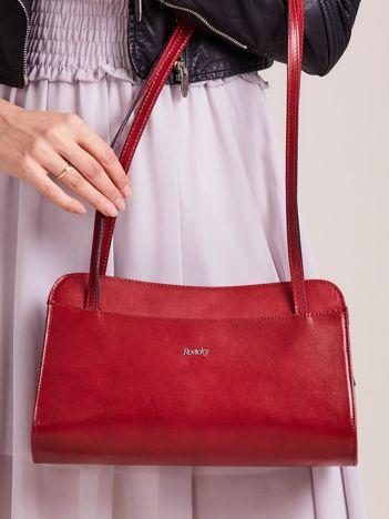 Mała ciemnoczerwona torebka skórzana